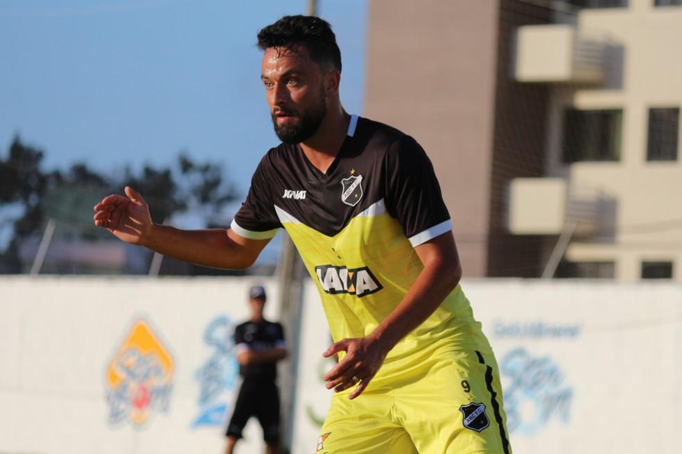 Nando volta a ser opção no ataque do ABC (Foto: Andrei Torres/ABC)
