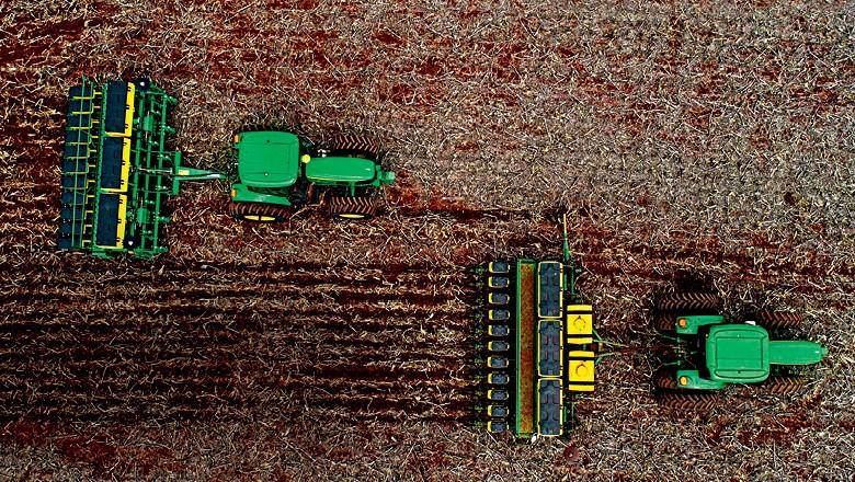 Safra - Com clima favorável e maquinário de alta tecnologia, os agricultores plantaram mais rápido este ano  e esperam ter uma produtividade elevada  (Foto: Sergio Ranalli ou José Medeiros)