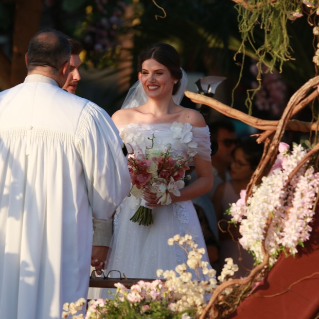 Camila Queiroz marries (Photo: Dilson Silva / Agnews)