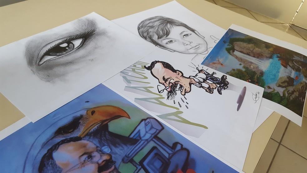 Ender trabalha em Varginha (MG) com caricaturas, desenhos de paisagens, além dos arquitetônicos. (Foto: Fernanda Rodrigues/G1)
