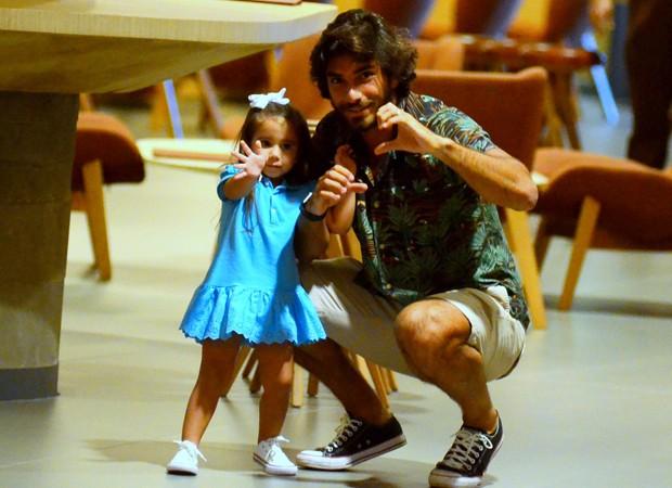 Maria Flor e Hugo Moura (Foto: Webert Belicio/Agnews)