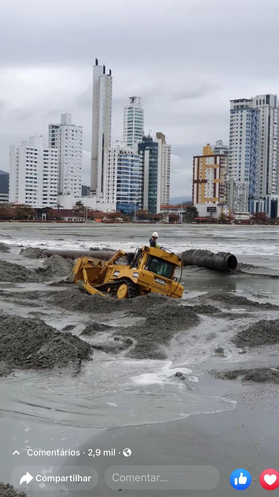 Você viu? Máquina 'engolida' pela areia, ataques racistas e as mais lidas do g1 SC