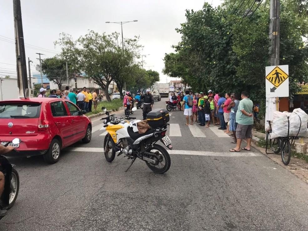 Mulher foi atingida ao atravessar na faixa de pedestres (Foto: Kleber Teixeira/Inter TV Cabugi)