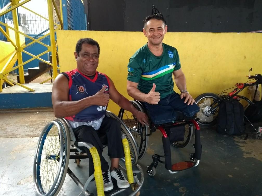 Daniel Dias ao lado do amigo Wilson — Foto: Jheniffer Núbia