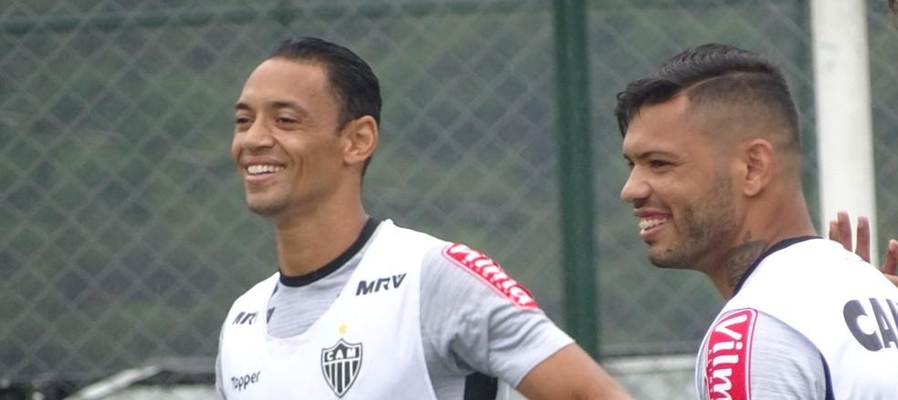 Ricardo Oliveira e Carlos, atacantes do Atlético-MG (Foto: Guilherme Frossard)