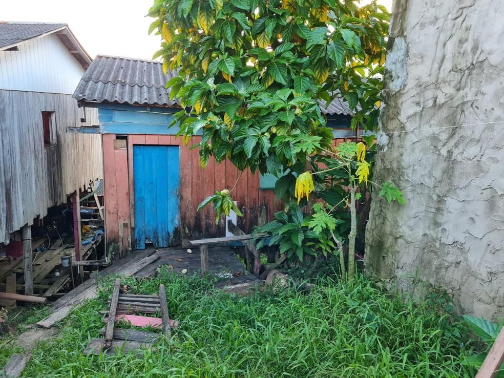 Casa onde ocorreu o estupro coletiva de menina de 14 anos em Coari — Foto: Arquipo Góes/Rede Amazônica