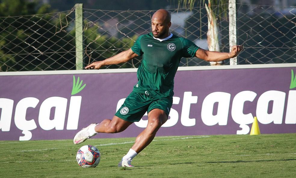 Fellipe Bastos reencontra o Vasco pela primeira vez desde sua última passagem. Volante fez 182 jogos pelo clube — Foto: Rosiron Rodrigues / Goiás E.C.