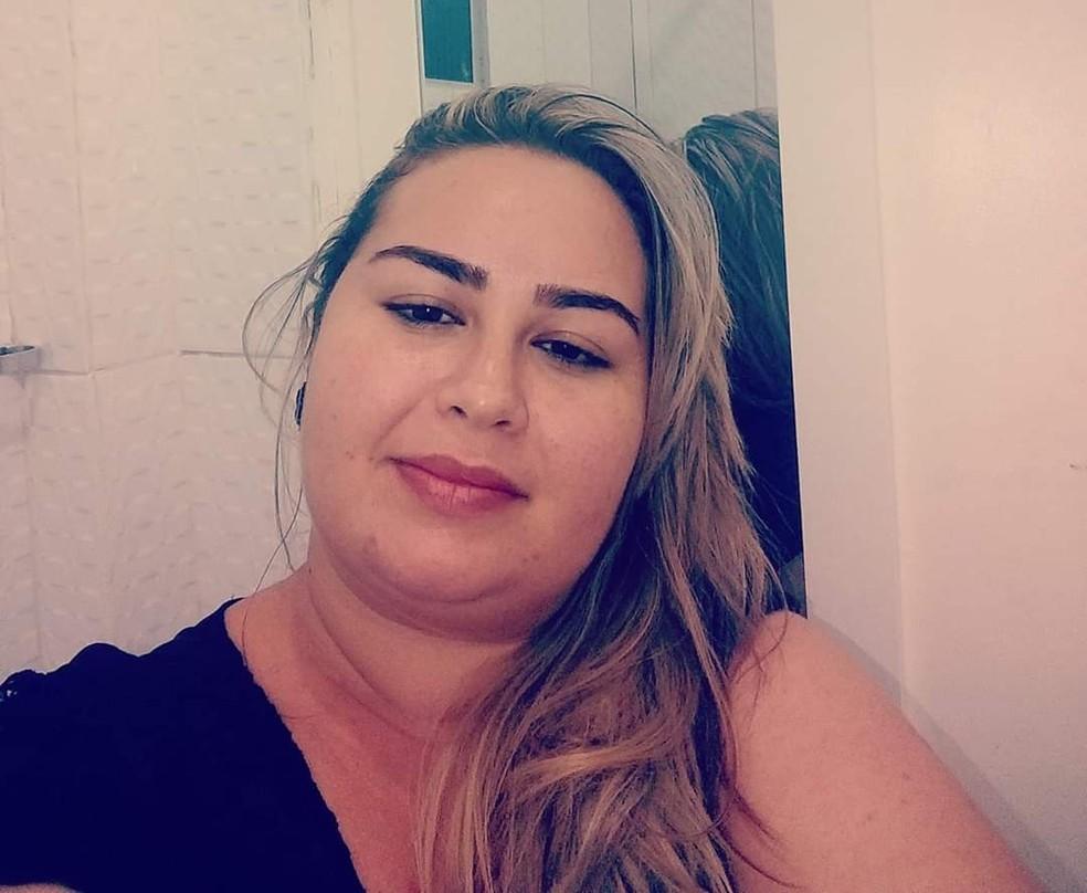 Priscila Ingridhi Costa Vasconcelos, de 33 anos, morreu com coronavírus 11 dias após dar à luz sua terceira filha — Foto: Redes sociais