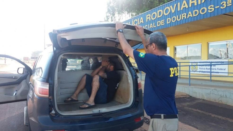Caminhoneiro de Matão foi preso com quase duas toneladas de maconha (Foto: Maury Junior/Matão Urgente)