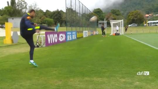 """Ceballos """"repete"""" Neymar e faz belo gol em cobrança com muito efeito"""