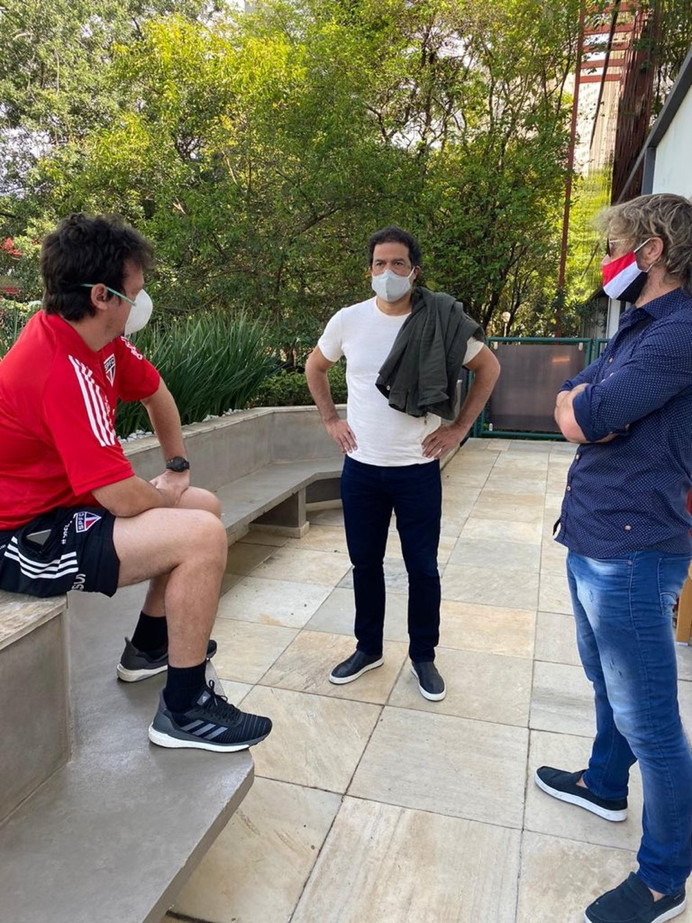 Raí, Lugano e Fernando Diniz durante conversa no CT, alguns dias atrás — Foto: Reprodução / twitter