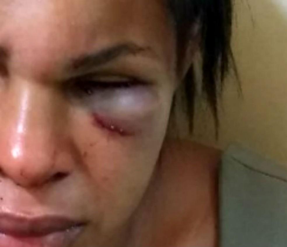 Mulher é atacada a socos e pontapés pelo marido na cidade de Ubatã, na Bahia (Foto: Ubatã Notícias)