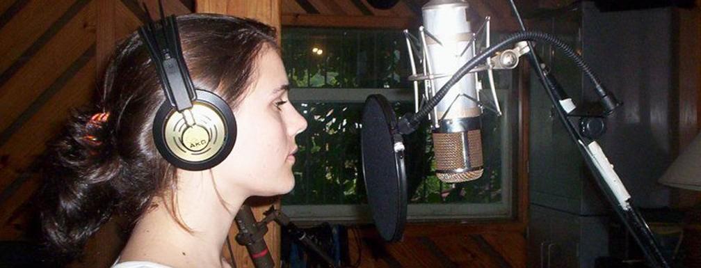 Paula Marchesini na gravação do primeiro álbum do Brava — Foto: Divulgação