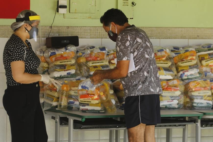 Alunos de escolas municipais recebem kits de merenda no bairro do Jurunas e Cremação nesta sexta