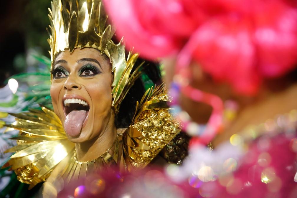 A atriz Juliana Paes é madrinha de bateria da Acadêmicos do Grande Rio — Foto: Marcos Serra Lima/G1