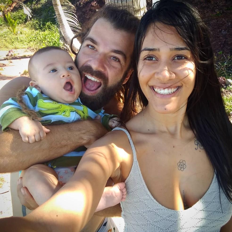 Stella Souza, de 33 anos, Hugo Pereira, de 32, e o filho deles, Sol de Souza, de 7 meses, morreram no local — Foto: Arquivo pessoal