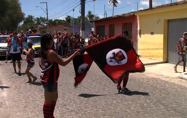 Bloco do Flamengo atrai até os torcedores rivais no interior de AL