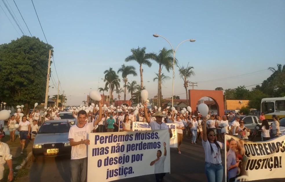 Moradores cobraram Justiça para a morte de Moisés durante passeata — Foto: Gabriela Lago/G1