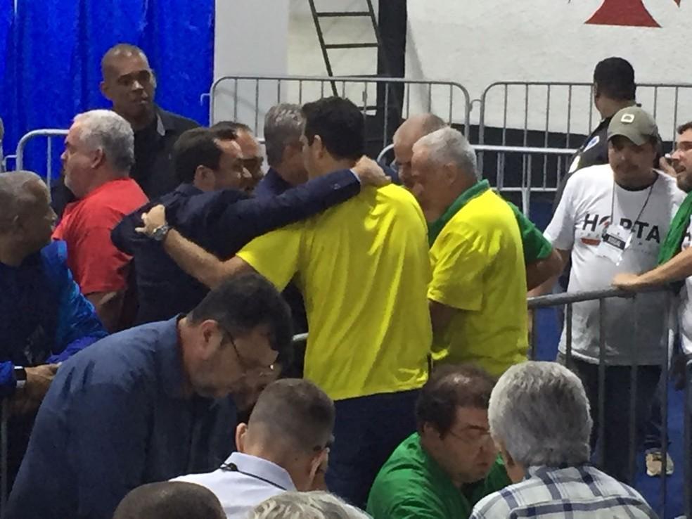 Julio Brant comemorando no fim da apuração (Foto: GloboEsporte.com)