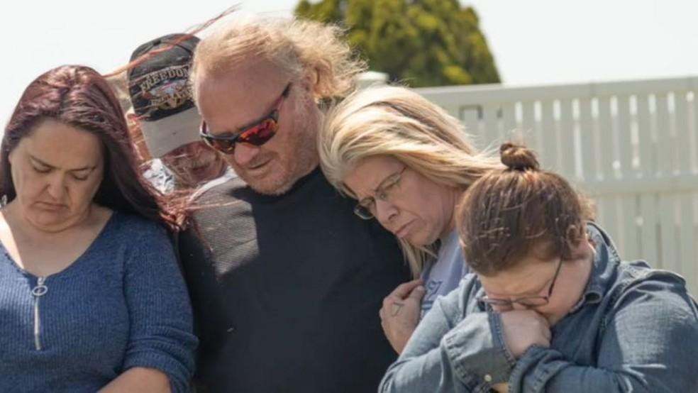 Rob e Danielle no funeral — Foto: BBC
