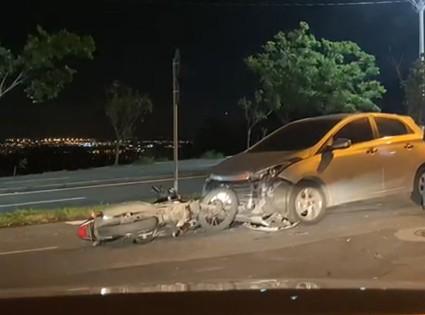 Colisão entre carro e moto deixa motoboy ferido no Jardim São Gabriel, em Campinas