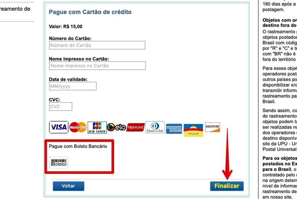 Realizando pagamento com cartão (Foto: Reprodução/Helito Bijora)