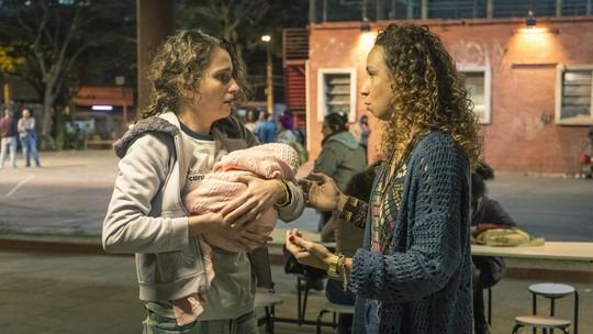 Carol Duarte comenta cena de mãe desesperada em 'Segunda Chamada': 'Vontade de gritar'