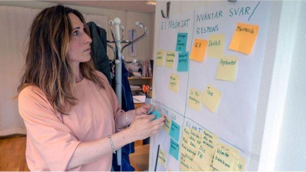 Selene Cortes, representante da ONG Mind, lista a solidão dos jovens como um dos problemas (Foto: BENOÎT DERRIER/BBC News)