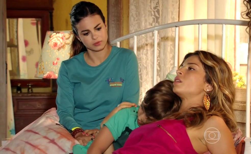 Ester (Grazi Massafera) passa mal e descarta a possibilidade de estar grávida - 'Flor do Caribe' — Foto: Globo