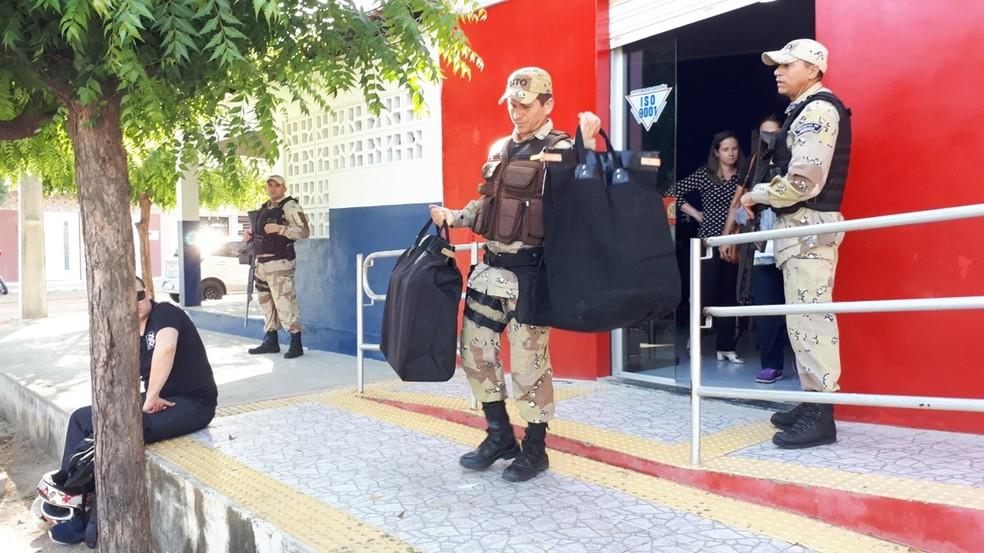 Objetivo da operação é investigar suposta prática de crimes ocorridos durante o processo de credenciamento para fabricantes e estampadores das placas modelo Mercosul, realizado no âmbito do Departamento Estadual de Trânsito do RN — Foto: Sidney Silva