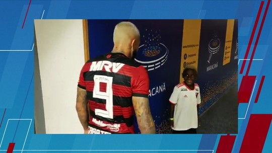 Nego Ney é homenageado por Gabigol ao comemorar gols do Flamengo e curte o Maracanã
