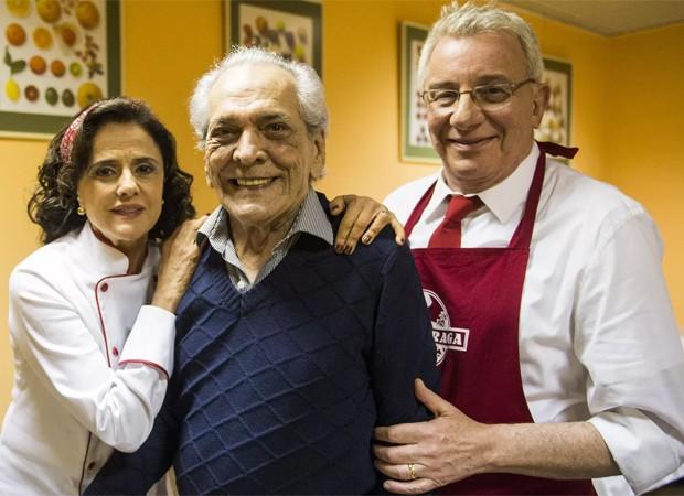 Lúcio Mauro entre Marieta Severo e Marco Nanini em gravação de participação especial no seriado A Grande Família (Foto: João Miguel Junior/TV Globo)
