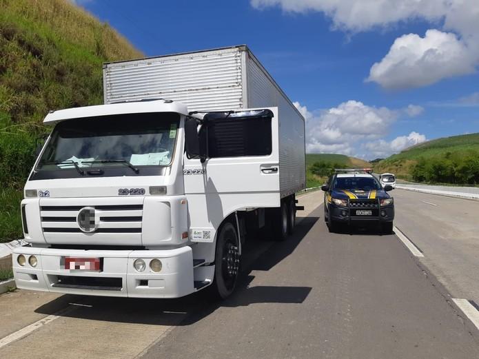Resultado de imagem para Caminhão carregado com produtos de higiene e limpeza é recuperado em Palmares