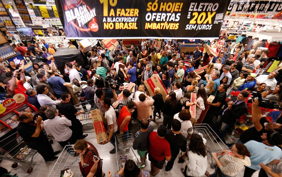 Clientes aproveitam as promoções da Black Friday no Extra, unidade da Ricardo Jafet, em São Paulo, em novembro do ano passado (Foto: Leonardo Benassatto/Futura Press/Estadão Conteúdo)