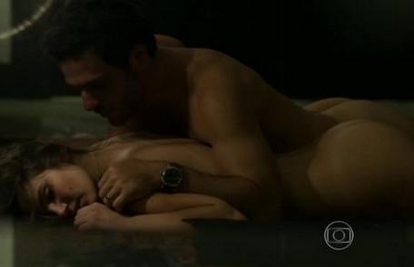 Camila Queiroz fará 'Verdades secretas' 2. Ela protagonizou cenas quentes com Rodrigo Lombardi Reprodução