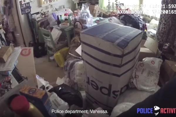 Casa de Vanessa Marquez no momento em que a polícia a encontrou (Foto: Reprodução)