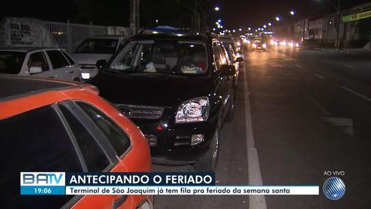 Às vésperas do feriado da Semana Santa, ferry tem espera de 2h para embarque de carros, em Salvador