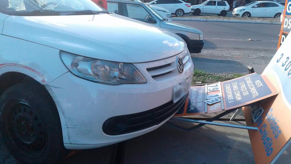 Suspeitos foram interceptados ao chegarem em um posto de combustíveis em Nova Brasília de Itapuã (Foto: Tiago Ferreira/ TV Bahia)