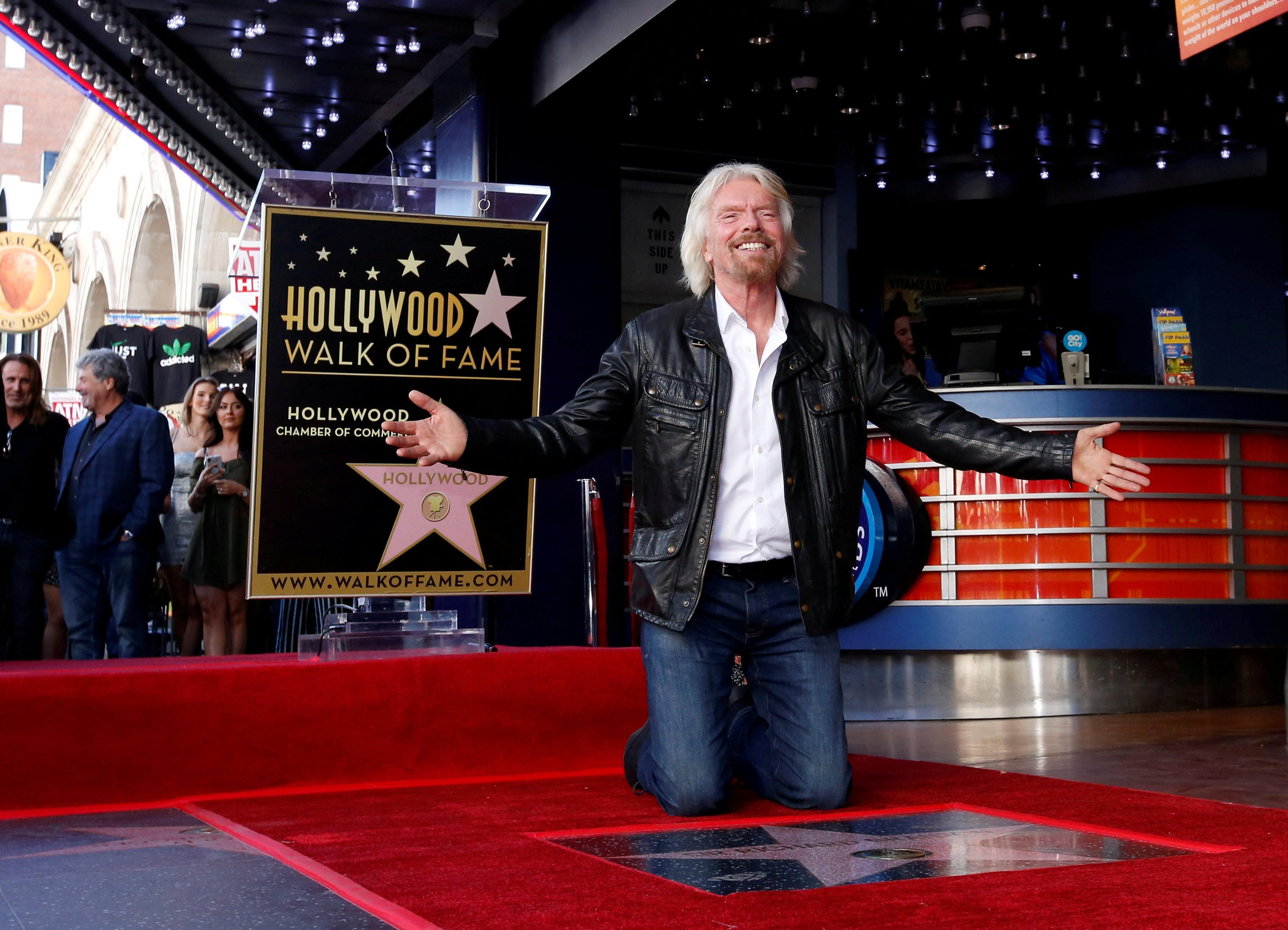Richard Branson ganha estrela na calçada da fama e relembra dias de rock 'n roll