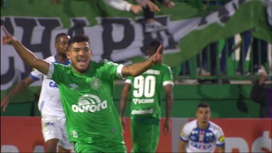 Gol polêmico, marca na perna... Cruzeiro volta a ficar na bronca com arbitragem