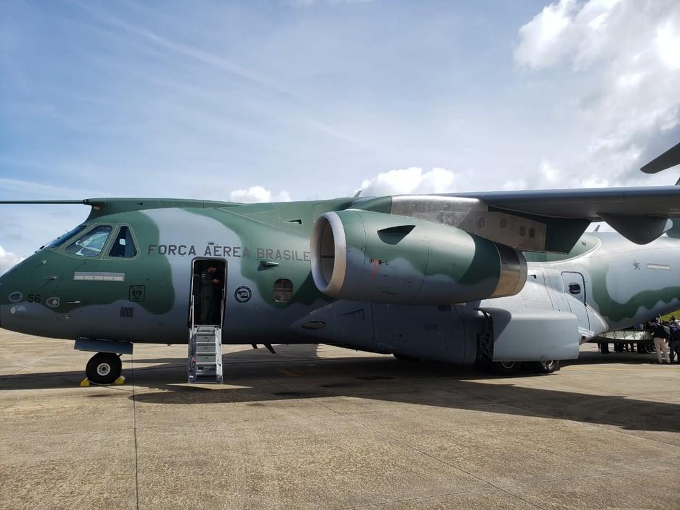 Avião da FAB que irá levar as doses da vacina aos estados brasilerios  — Foto: Tatiana Santiago/G1