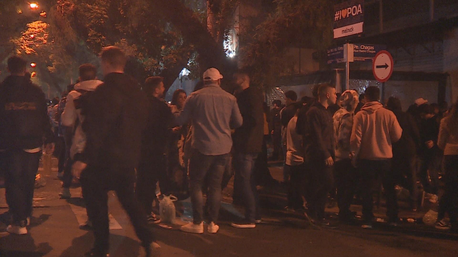 Aglomerações são dispersadas em pelo menos três ruas de Porto Alegre