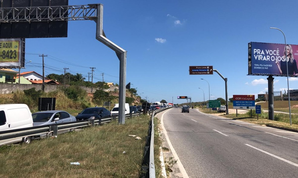 Trânsito em São Pedro da Aldeia no sentido Rio de Janeiro segue livre — Foto: Isadora Aires/Inter TV