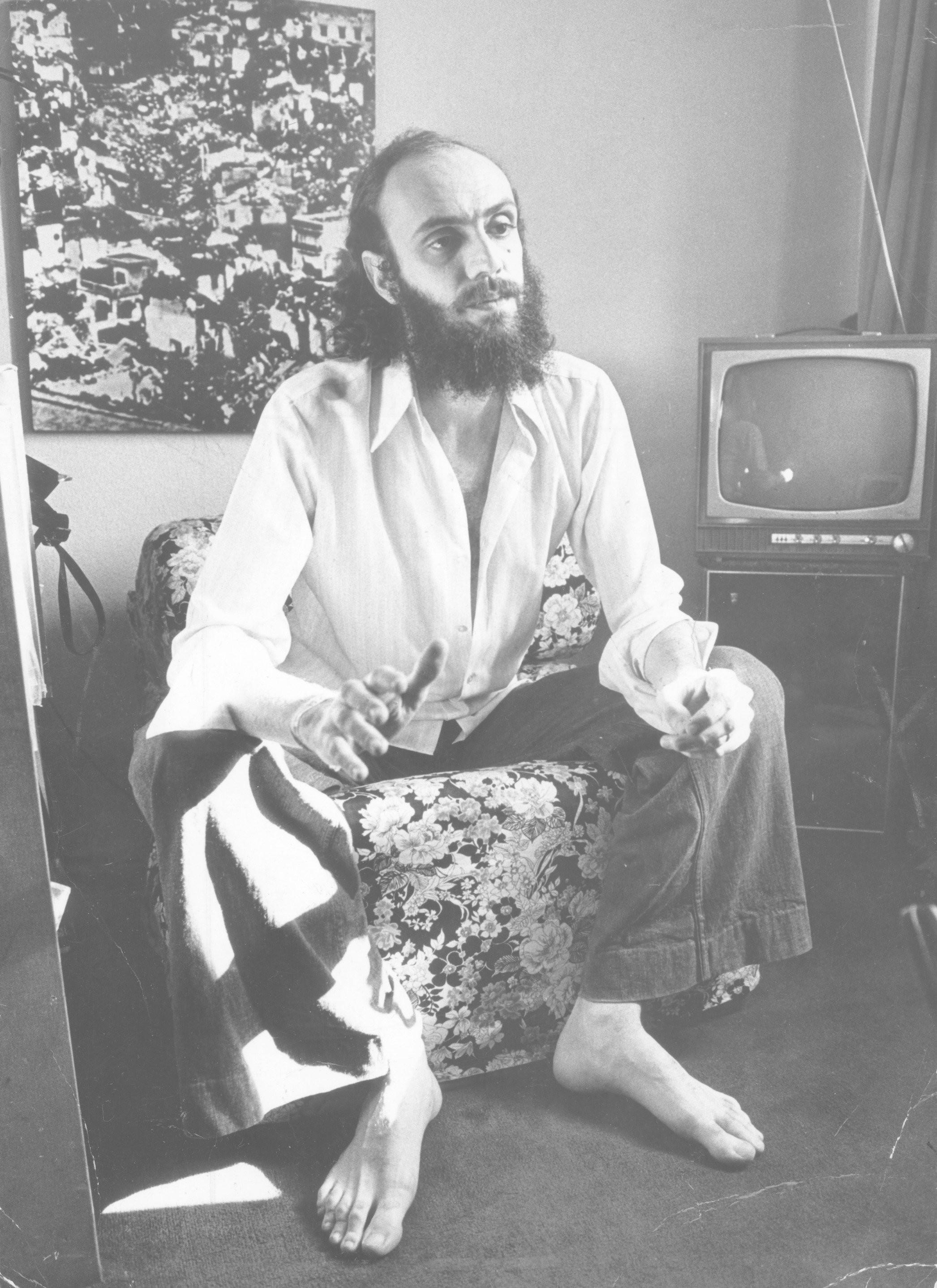 O compositor Aldir Blanc em imagem de 1976, aos 30 anos