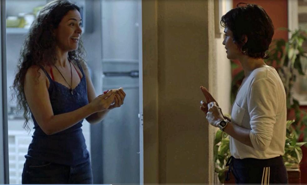 A dona de casa fica radiante com a novidade (Foto: TV Globo)