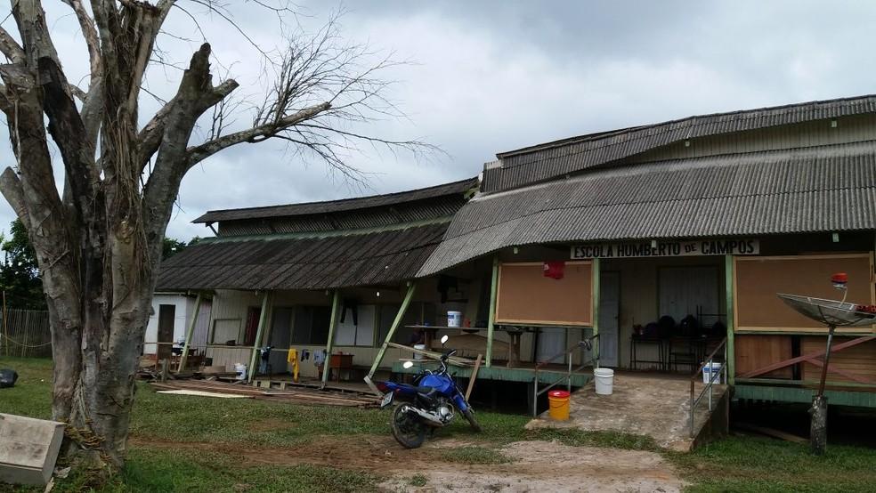 Escola rural de Cruzeiro do Sul desmoronou e alunos tiveram aulas suspensas (Foto: Paulo de Souza/Arquivo pessoal)