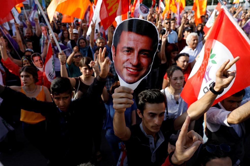 Apoiadores do Partido Popular Democrático Curdo, na Turquia, fazem manifestação em Ancara, em junho de 2018 — Foto: Umit Bektas/Arquivo/Reuters