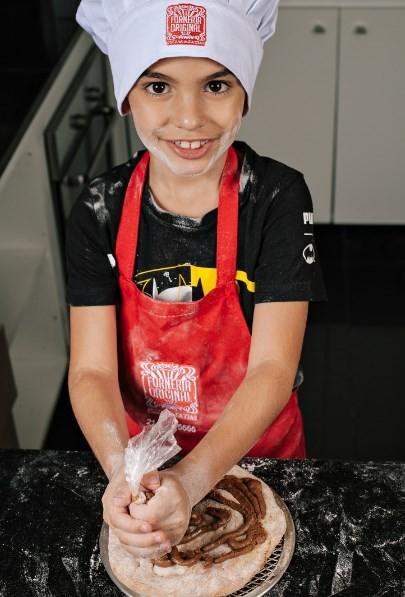 Forneria Original: pizza de chocolate para as crianças finalizarem em casa