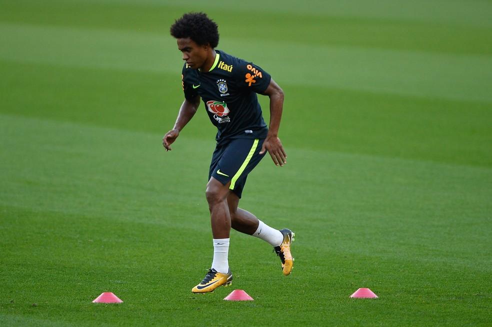 Willian treinou entre os titulares na terça-feira (Foto: Pedro Martins/MoWASports)