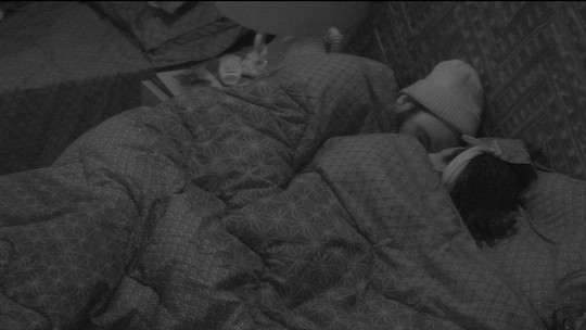 Gleici e Wagner dormem abraçados